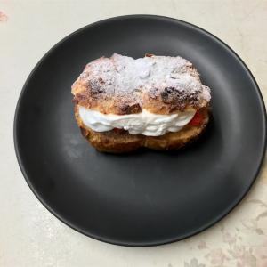 🚩外食日記(316)    宮崎   「Vanille (ヴァニーユ)」⑧より、【苺とシュークリーム】【ロール・オ・ショコラ】‼️