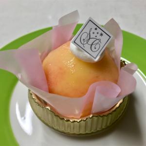 🚩外食日記(453)    宮崎   「エス サンク(S.Cinq)」③より、【まるごと桃ケーキ(ハーフ)】【ピュア・ショコラ】‼️