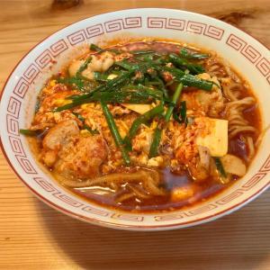 🚩外食日記(761)    宮崎ランチ   「胃袋直撃食堂 チャンプ」②より、【牛ホル辛麺】‼️
