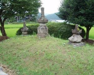 蝉丸のお墓をみました(福井県越前町)