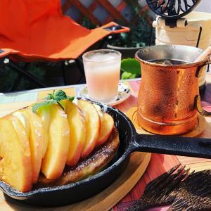 桃とモッツァレラチーズのスキレットパンケーキ