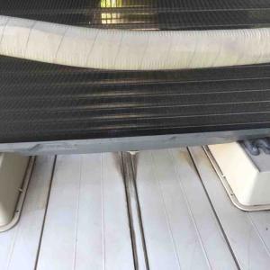 エアコン室外機の下
