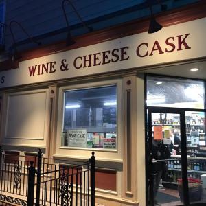 新しいリカーショップで新しいウォッシュチーズ