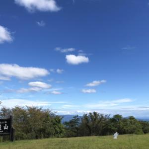 瀬戸内海を見下ろす丘で旅の途中の応援を