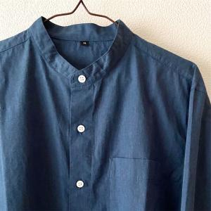 『無印良品』の新疆綿ブロードスタンドカラーシャツと『GU』のシェフパンツの組み合わせ|【2020年4月】買ってよかったモノ