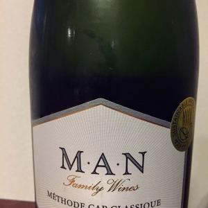 [南ア スパークリング] 杏の香りが爽やかなスパークリングワイン Man family wines Mèthode Cap Classique Brut ... 酒のやまや