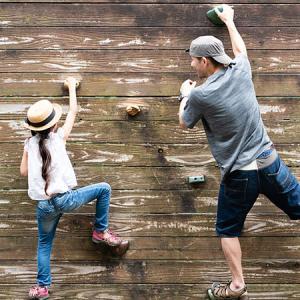 沖縄豊見城市でボルダリング体験して遊ぶなら【ディーボルダリング】