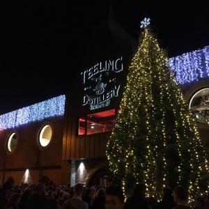ティーリング・ウィスキー蒸留所のクリスマス・ツリー点灯式