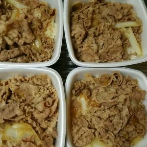 吉野家の牛丼と豚汁と生卵