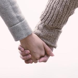 50代女性と付き合うならネットの出会い系華の会メール遅咲きの恋愛