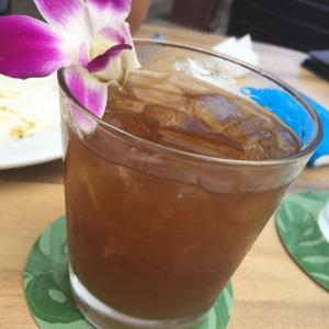 ハワイ トミーバハマ ワイキキのワインとマイタイでまったり