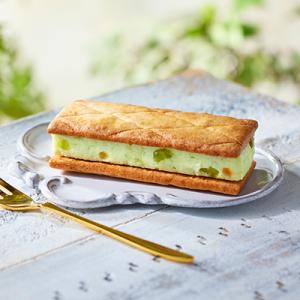 北海道産発酵バターとメロン『ローソン Uchi Café Spécialité 露いろメロンバタービスキュイサンド』