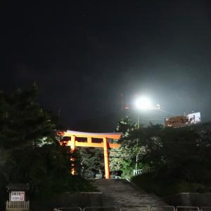 函館山山頂に霧が流れる静かな夜