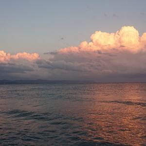 夏の入道雲から秋の高く輝く雲へ