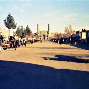 カンダハールの街中で バクシーシ アフガニスタン