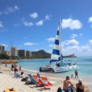 ハワイでワイキキビーチを散歩