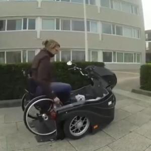 車椅子で障害をもつ人でも犬と一緒に散歩できるバイク。かっこええー!!