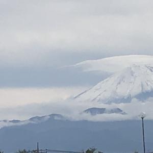 富士山、突然の雪化粧