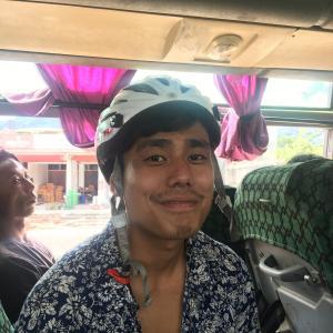 コヒマまで自転車をバスに乗せて降りてから漕ぎます