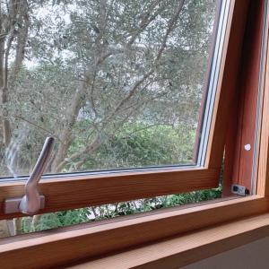 夏の暑さをやわらげる窓