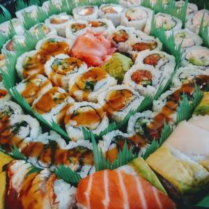 祝日はお寿司でお祝い。