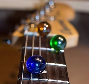 【ギター】オクターブチューニングとは?調整のやり方とオクターブとは!