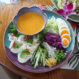 魚のソースでいただく絶品素麺、「カノムチン・ナムヤー」を作る。