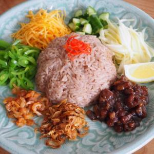 タイの見目麗しき混ぜご飯、「カオクルックカピ」で彩りうちごはん。