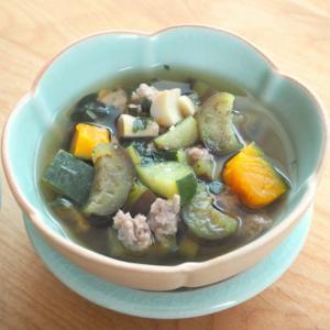 海老と野菜たっぷり!南タイのスープ「ゲーンリアン」。