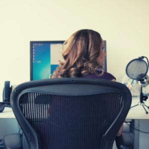 仕事に追われる毎日に疲れた!会社だけのスキル、もう転職すべき?