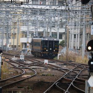 長崎駅に入線する<A列車で行こう> 団体臨