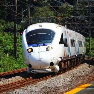 JR九州 長崎本線 885系 特急白いかもめ 「サガン鳥栖ラッピング」 現川駅
