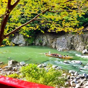 京都・嵐山の嵯峨野トロッコ列車に乗ってきた。予約・アクセス方法・保津峡の紅葉・時刻表・当日券まとめ。