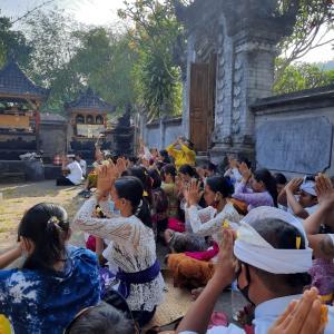 ガルンガン(バリ島の迎え盆)の日のお祈りと過ごし方
