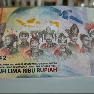 インドネシア独立75周年記念紙幣を見た村人の反応!@バリ島アメッド