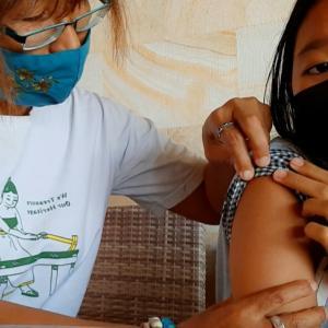 早くも子供のワクチン接種、副反応は?@バリ島アメッド