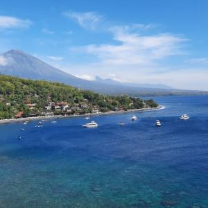 海の色が青い!丘からの眺めに感動@バリ島アメッド