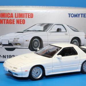 トミカリミテッドヴィンテージネオ マツダ サバンナ RX-7 アンフィニ 89年式 LV-N192C 1/64スケール