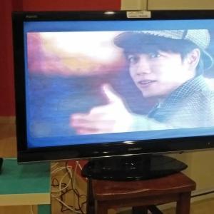 スマホ画面をテレビ画面に映せました。ケーブル無し!