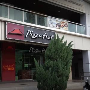 ピザと赤ワインのお昼