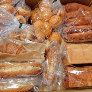 お届け物1つとコダマさんのパンの詰め合わせセットがすごかった!!