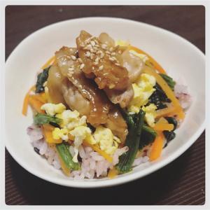 【簡単料理】1つでバランスが良い!ビビンバ風豚肉丼