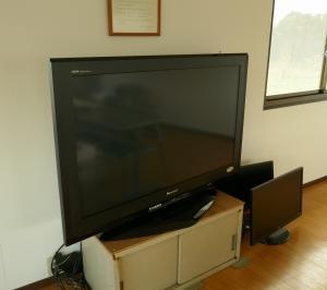 事業所の50インチプラズマTVを55インチ4K液晶TVに