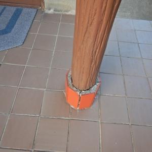 玄関ポーチの傷んだ独立柱の足元を健全な状態に補修
