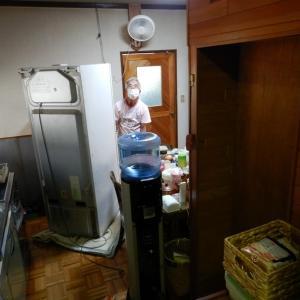 キッチンの床リフォーム前に、冷蔵庫を搬出&一時移設