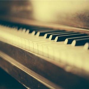 実家の古いピアノ