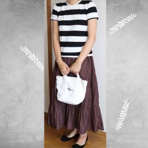 無印良品ボーダーTシャツ&Discoatのサテンロングスカート