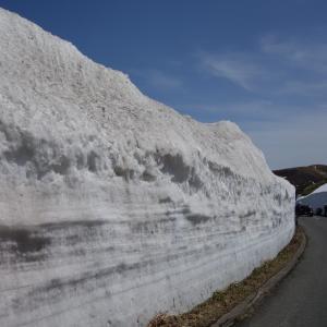 志賀草津高原ルートの雪の回廊?を見て、万座温泉で日帰り入浴をしてきた♪