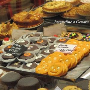 ハロウィン菓子のあるバスティチェリアのショーウィンドー♪♪