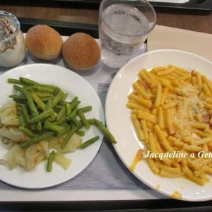社食ランチ(スペック(燻製ハム)とカボチャのクリーミーパスタのプリモ+2種類のコントルノ/副菜+カンノーロ・シチリアーノ・スコンポスト)